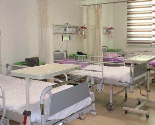 آیا هزینه عمل اسلیو در بیمارستان مصطفی خمینی بر اساس میزان سن نیز متغیر خواهد بود ؟