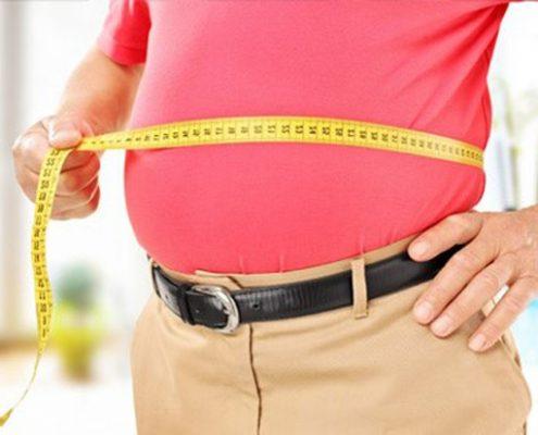 همانطور که گفته شد چاقی یکی از عوامل ابتلای فرد به دیابت می باشد. افراد چاق بیشتر از دیگر افراد در معرض بیماری دیابت قرار دارند . دیابت نوع دو که به دیابت مقاوم دربرابر انسولین یا دیابت بزرگسالان شناخته شده است بیشتر تحت تاثیر چاقی افراد می باشد .