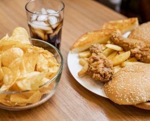 بیماران مبتلا به دیابت می بایست از مصرف مواد خوراکی ذیل خودداری کنند: