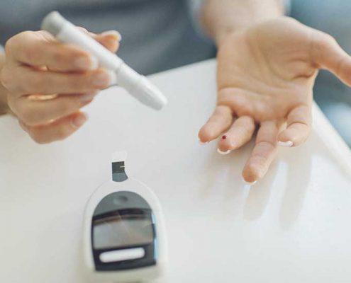 تاثیران مخربی که دیابت بر بدن می گذارد تنها افزایش قند خون نیست بلکه وجود این بیماری تاثیرات دیگری نیز بر بدن می گذارد که عبارتند از: