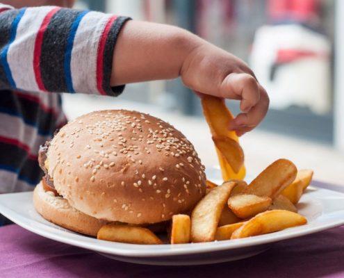 چاقی در کودکان چه مشکلاتی به دنبال خواهد داشت؟