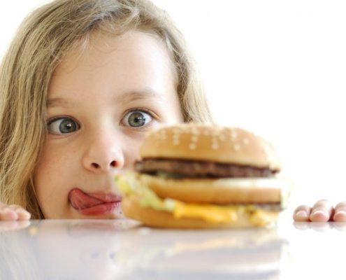 برای کاهش وزن کودکان تغذیه باید چگونه باشد؟