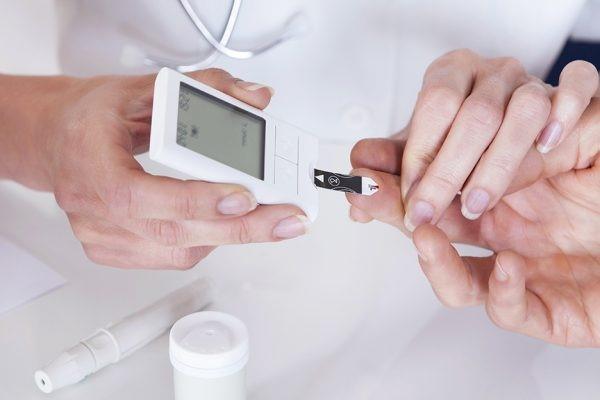 عوامل پس زمینه ای و سابقه دیابت در خانواده