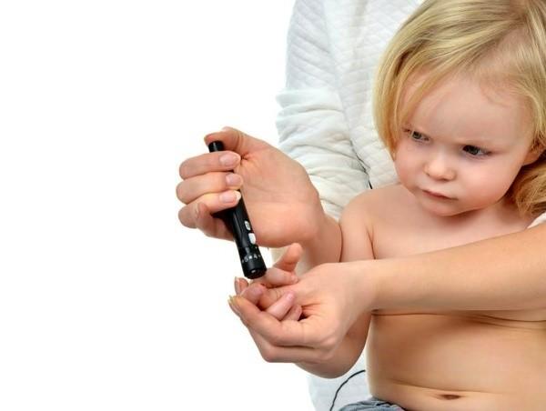 با مشاهده ی نشانه های اولیه دیابت در کودکان مناسب ترین اقدام از سوی والدین چه چیزی می باشد؟
