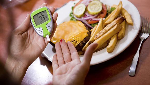 رژیم غذایی مناسب چه تاثیری در پیشگیری یا کنترل دیابت دارد؟