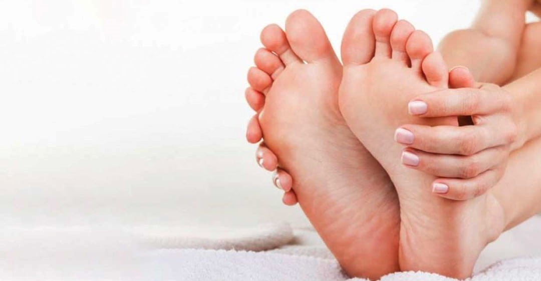 ممکن است، این پینه ها هم بر نرمی روی پا و هم قسمت پاشنه ی پا ایجاد شوند