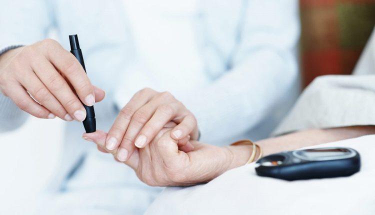 تست مربوط به قند خون ناشتا که با نام اف بی اس FBS در برگه ی آزمایش نشان داده می شود چیست و چگونه انجام می شود؟