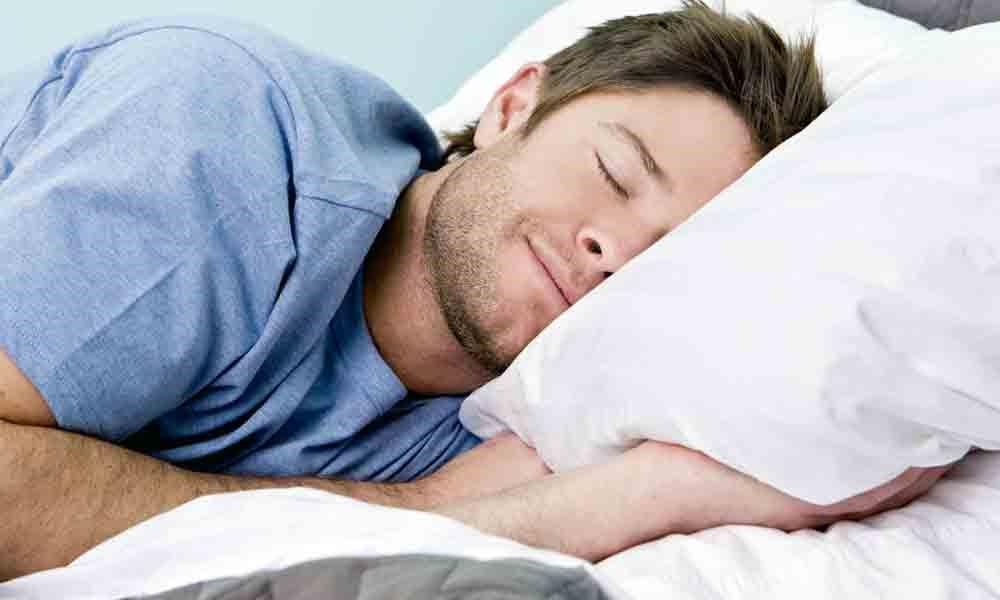 با خوابیدن از افزایش وزن جلوگیری کنید