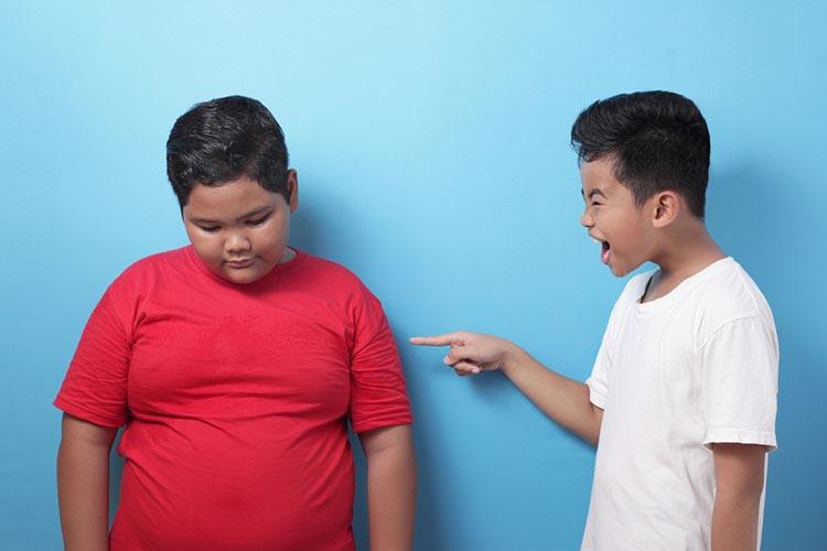 آسیبهای اجتماعی بسیاری در پس وجود چاقیهای مفرط برای کودکان شناخته میشود