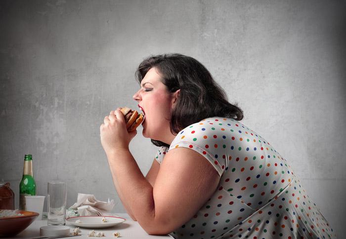 پرخوری و داشتن برنامه های ناسالم غذایی: