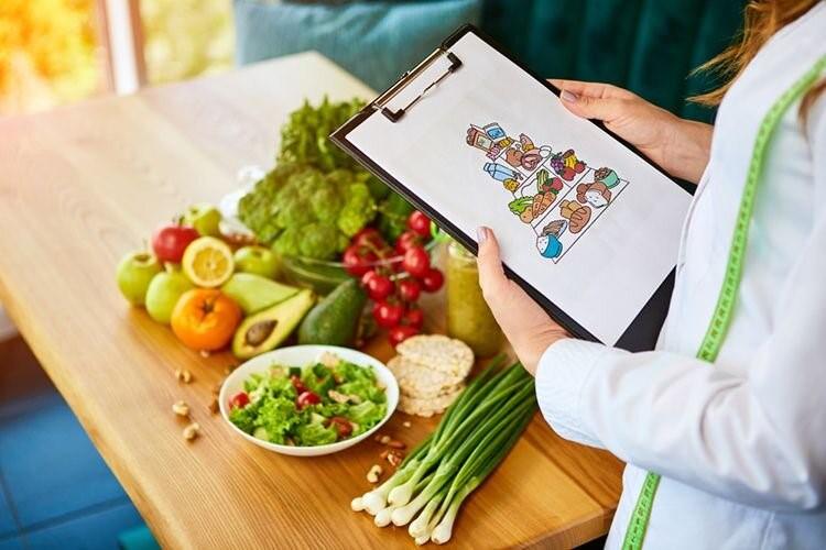 آیا برای زخم پای دیابتی باید رژیم غذایی خاصی داشته باشیم؟